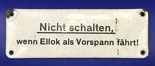 """HINWEISSCHILD von einer E 94: """" Nicht schalten, wenn E-Lok als Vorspann fährt"""""""