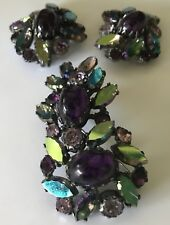 SCHIAPARELLI VINTAGE PURPLE GLASS RHINESTONE DIMENSIONAL PIN & EARRINGS SET