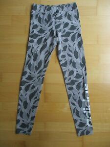 Adidas Mädchen Leggins Grau Camouflage Grösse 164 mit Logo Aufdruck