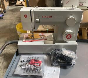 SINGER 4411 Sewing Machine 11 Stitch Patterns 1,100 Stitches per Minute