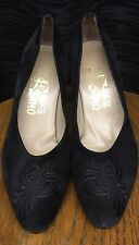 Salvatore Ferragamo Black Suede Leather Classic Pumps SZ 7 B Design Crest