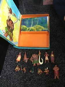 Disney Moana My Busy Book ,11 Figurines & Playmat