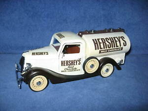 HERSHEY'S MILK CHOCALATE 1936 FORD V8 TANKER 1:18 SOLIDO OPENING DOORS