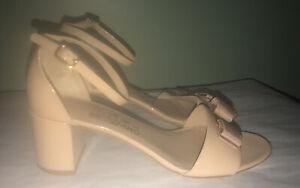 Salvatore Ferragamo Nude Bisque Gavina Vara Bow Patent Leather Pumps Heels 9 C