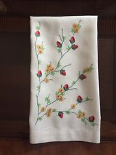 "Vintage Tea / Guest Towel Hand Embroidered Floral 18 1/2""x12"".   #Ob112"