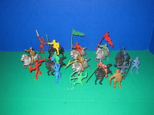Lot of Vintage LIDO Mounted Plastic Medieval Knights & Armored Horses 28 Pieces