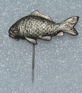 Fishing fish Carp vtg 70s stick lapel hat pin badge 70er Karpfen Anstecknadel