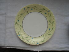 1 Teller von Arcopal, weiß-gelb mit Blumenranken