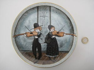 P BUCKLEY MOSS 1st in Children Series FIDDLERS TWO Anna Perenna Plate Amish