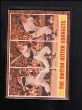 1962 TOPPS #318 MICKEY MANTLE  THE SWITCH HITTER CONNECTS EX  D1257