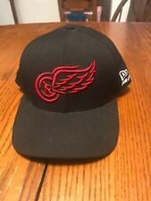 Detroit Red Wings New Era (Black COLOR 90s Vintage Adjustable Strapback hat NEW