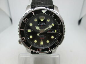 CITIZEN PROMASTER 200M DAYDATE STAINLESS STEEL AUTOMATIC MENS LEFTY DIVER WATCH
