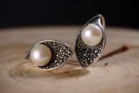 A01 Ohrring Blütenkelch mit Kugel aus Perle Sterling Silber 925 Markasit
