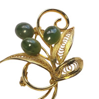 Vtg Gold Tone Filigree Leaves & Green Natural Jade Cabochon Floral Brooch / Pin