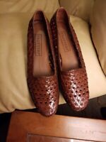 Women's TROTTERS Flats SADIE Slip On SHOES Brown Woven Leather Size 7N Brazil