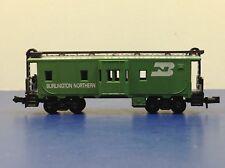 "N Scale ""Burlington Northern"" Bay Window Freight Train Caboose / Model Power"