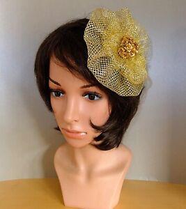 Fascinator Haarschmuck Hut Haargesteck gelb gold Feder Kamm Blumen Netz Vintage