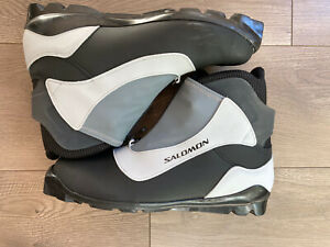 Salomon Cross Country Ski Boots. Mens 11.5 Gently Used.