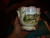 Ancienne Céramique Faîencerie de Digoin : Souvenir du Chateau de Blois et Fleur