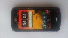 Nokia C6-01 con cargador pared, coche y manos libres peatonal, todo original.