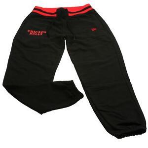New Era Herren Jogging Hose NBA Stripe Rib Jogger Chicago Bulls Schwarz Logo