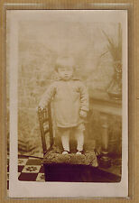 Carte Photo vintage card RPPC enfant debout sur une chaise mode ph0295