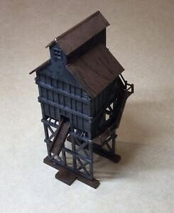 Walthers - Wood Coaling Tower - HO Scale