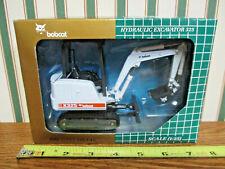 Bobcat X325 Hydraulic Excavator By Wan Ho 1/25th Scale >