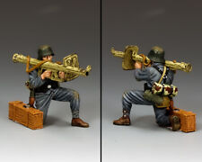 KING & COUNTRY WW2 GERMAN ARMY WH075 KNEELING PANZERSCHREK GRENADIER MIB