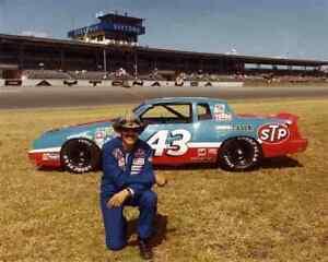 BEAUTIFUL NASCAR SUPERSTAR RICHARD PETTY 8X10 PHOTO W/BORDERS