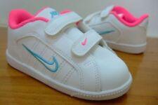 Chaussures roses Nike pour bébé