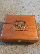 Arturo Fuente Corona wooden cigar box holds 25 Dominican Republic