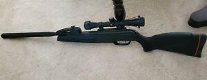 GAMO Swarm Maxxim Air Rifle .177 Caliber Black w/ 3-9 x 40 Scope Used Twice