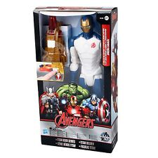 Hasbro Marvel B1497 Avengers Titan Heroes Action Figur IRON MAN mit Licht