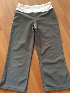 Nike Capri Cropped Sport Pant Size XSmall Dry Fit Stretch Compression Khaki Yoga
