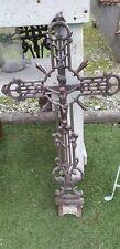 Croix ancienne en fonte  de jardin