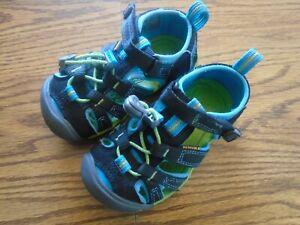 KEEN size 8 toddler black and blue waterproof sport sandals, adj. strap Ex.