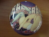 ART DECO EROTIQUE PORCELAINE BIJOU PILL BOX GERDA WEGENER 932-4B