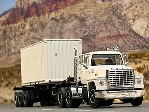 1/64 DCP FORD 9000 W/ CONTAINER TRAILER