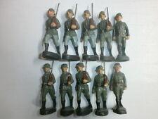 Konvolut 10 alte Hausser Elastolin Massesoldaten zu 7cm Marschzug mit Offizieren