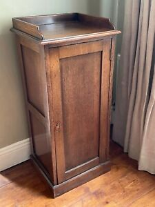 Antique oak cabinet / bedside table - early twentieth century