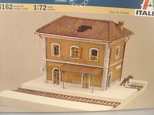 Bahnhof mit Gleisanlage - Kriegsbeschädigt - Italeri Baus. 1:72 - 6162 #E
