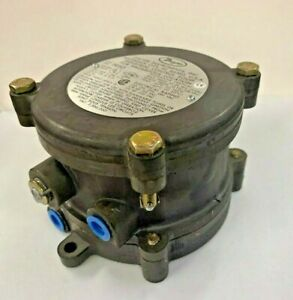 """Dwyer 1950-20-2F Explosion-Proof Differential Pressure Switch (4.0-20"""" w.c.)"""
