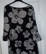 E-vie black & white girocollo a maniche lunghe floreale Shift Dress Size 16 EUR 44