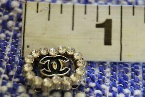 Gold One Auth Chanel button 1 pieces 👍😘👍Emblem