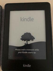 """Kindle Paperwhite (5ª generazione), schermo da 6"""" con custodia Amazon in pelle"""