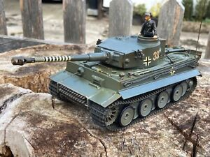 1/35 scale Tamiya 48202 WW2 German tiger tank radio control 27A MHz