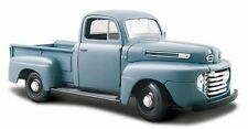 Maisto 1:24 Ford F1 Pick up 1948 in Blue
