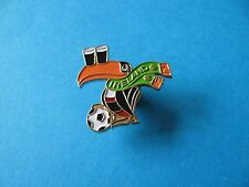 Guinness Toucan, Ireland on Scarf Pin badge. VGC. Unused. Football.