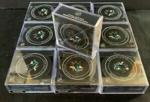 10 NHL New Pucks with San Jose Sharks Logo with cases. B3N0